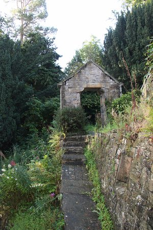 Old Stoney Bank Guest House: garden path