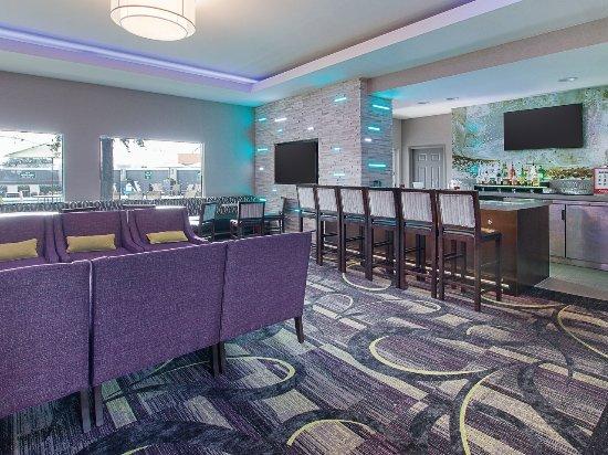 Foto de La Quinta Inn & Suites Arlington North 6 Flags Dr