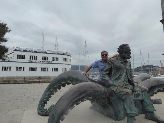 Captain Nemogiant Squid Statue Foto De Casco Vello Vigo Vigo