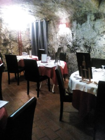 Les Grottes: La salle troglo