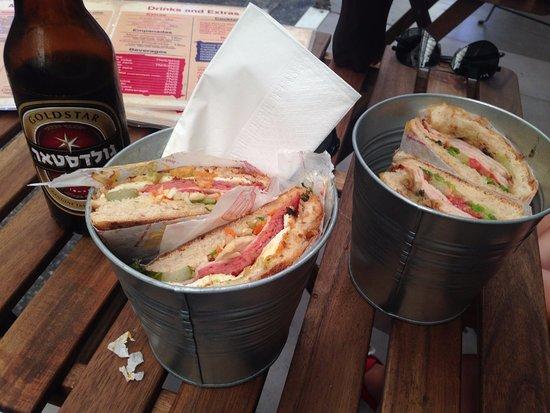 Distrito de Jerusalén, Israel: Gold Star beer, La Bomba (centre) and La Sifrina (right) sandwiches