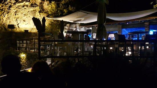 La Grotta Beach Bar: La grotta by night