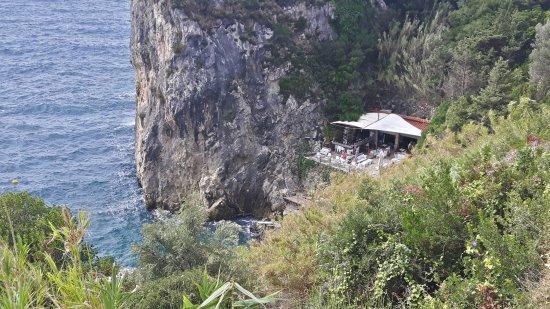 La Grotta Beach Bar: La grotta from the street