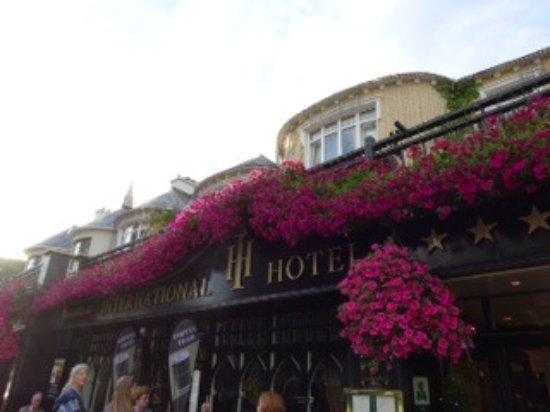 International Hotel Killarney: Beautiful Entrance