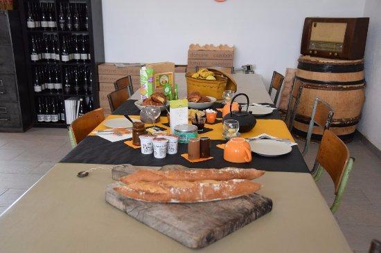 Villegailhenc, France : breakfast