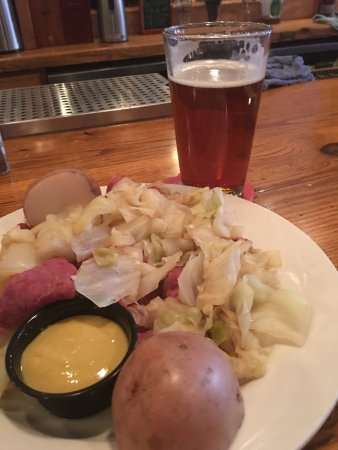 O'Brien's Pub & Grill: Corned beef and cabbage what a classic and it was great! Now jumping to next dish  classic fish