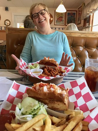 Waldoboro, ME: Lunch at Captain's. Of course, I did not let my wife eat both of them!
