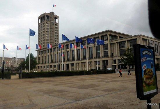 Jardins de l 39 hotel de ville le havre france updated for Entretien de jardin le havre