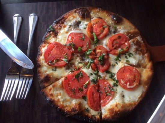 Rochester, MI: Flatbread Margarita pizza)