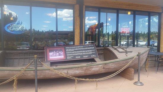 Tusayan, AZ: Riproduzione di una canoa storica