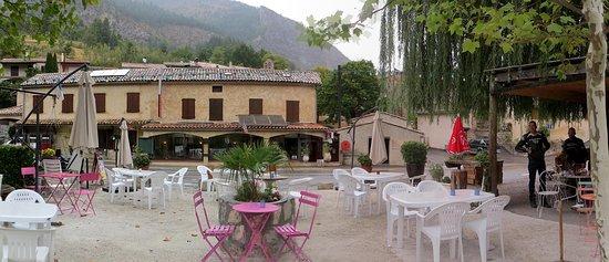 Annot, France : LE relais et sa terrasse