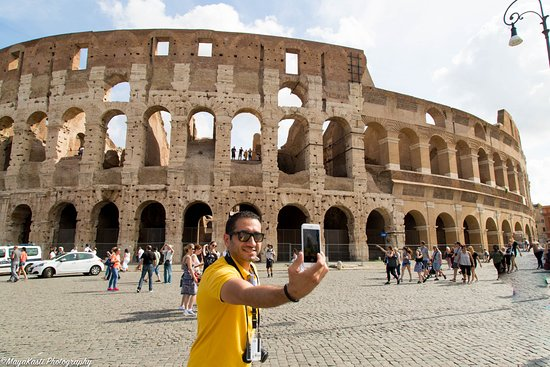 Alnax Limousines Tours: Outside the Colosseum