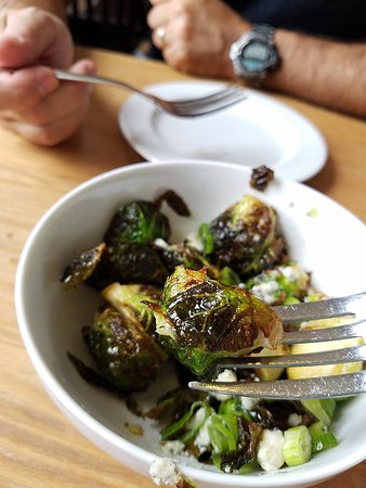 Kittery, ME: Delicious fried Brussel sprouts