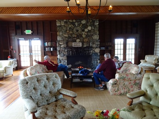 Chebeague Island, ME: Relaxing lounge with large fireplace