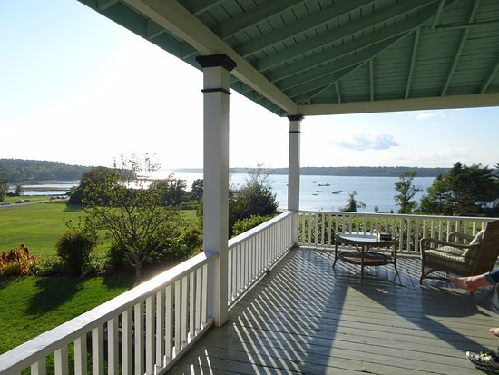 Chebeague Island, ME: Delightful wrap-around porch!!