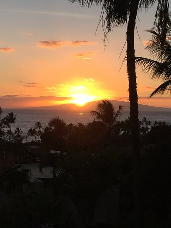 Palms at Wailea: Sunset view from the lanai