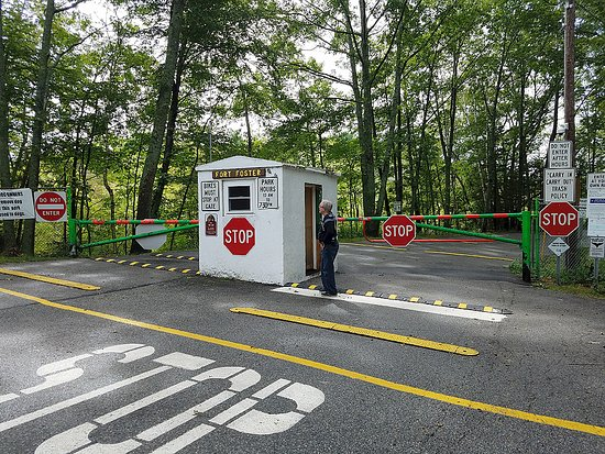 Kittery Point, ME: Closed for the season, but you can walk under