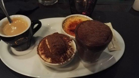 Le Chesnay, France : Café gourmand