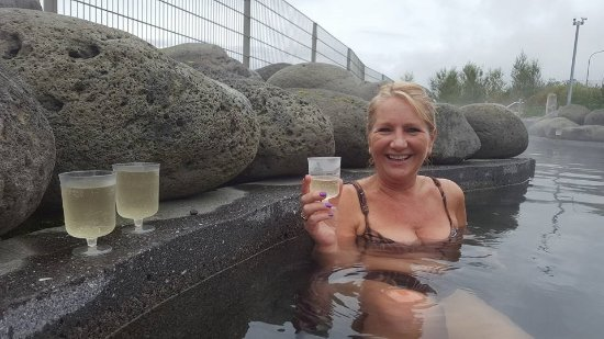Laugarvatn, Islande : a lovely cold refreshment in the hot geothermal pool