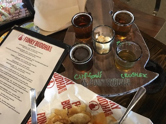 Oakland Park, FL: Obviously they do beer well, but the food's good, too!