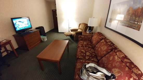 Meridian, MS: Yes - that's a recliner in the iving room.
