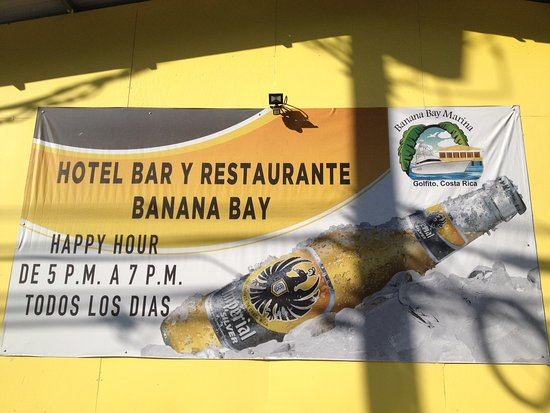 Banana Bay Marina Restaurant: We luckily got there during Happy Hour!