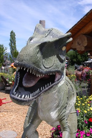 Armstrong, Канада: There are plenty of dinosaur statues.