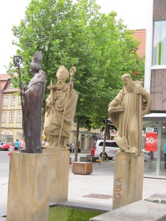 Fulda, Deutschland: chilin' with his fellow Saints
