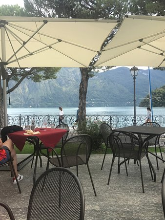 Lenno, Italia: View from outdoor dining patio.