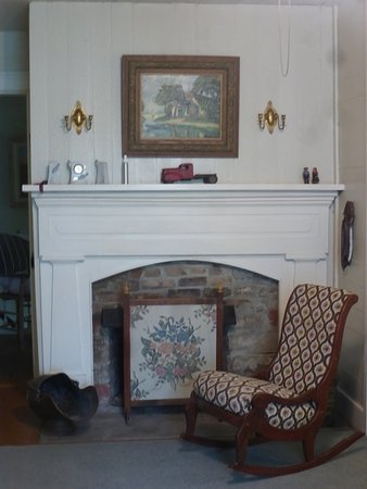 Every room has a fireplace - Mulberry Lavender Farm and B&B