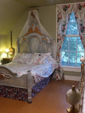Mulberry, TN: Upstairs room with Fullsize and Queensize bed for Sweet Country Dreams