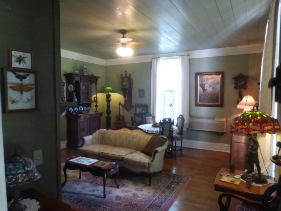 The Parlor - Come enjoy Mulberry Lavender Farm and B&B - it is like a living museum
