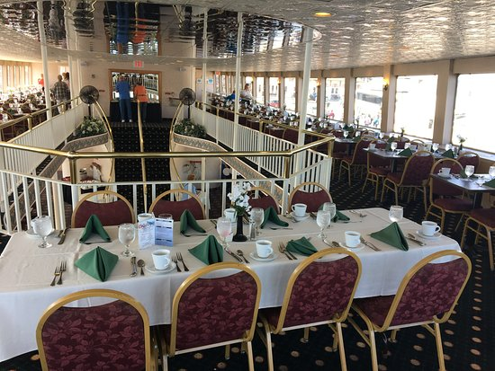Lake George Steamboat Company: Dining area