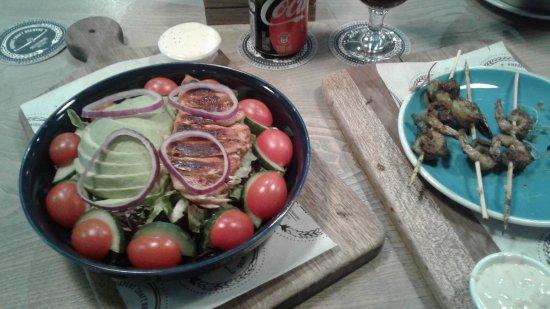 Kempton Park, Afrika Selatan: Salad & kabobs