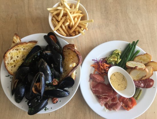 Coogee, Australia: crudités and cured meat plate. mussels and chips
