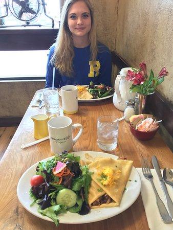 Γουίλιαμσβιλ, Νέα Υόρκη: Enjoying our savory crêpes with side salads and coffee