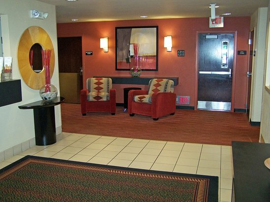 Maple Grove, MN: Lobby and Guest Check-in