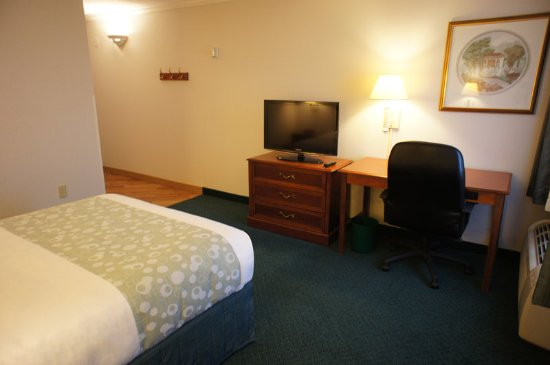 Independence, OH: Guest Room