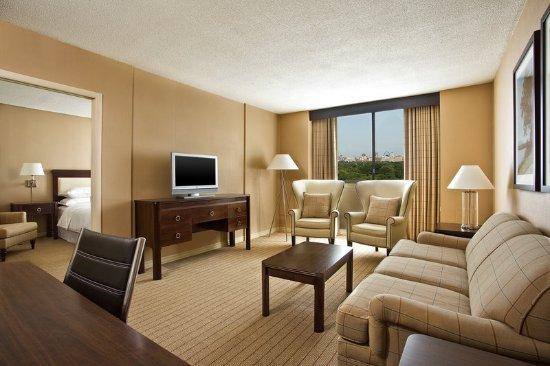 Clayton, MO: One Bedroom Suite
