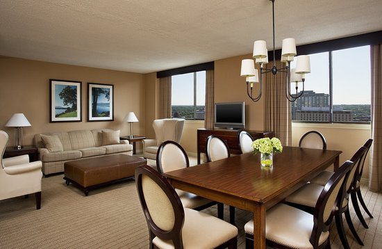 Clayton, MO: Two-Bedroom Suite