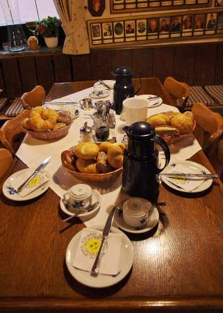 Hotel & Gasthof Fraundorfer: breakfast table setting