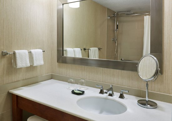 Itasca, IL: Guest Bathroom