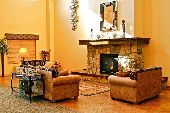 AmericInn Hotel & Suites Fargo South — 45th Street: Lobby