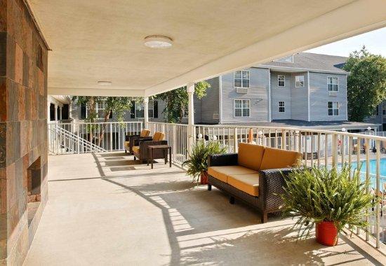 Athens, GA: Outdoor Terrace