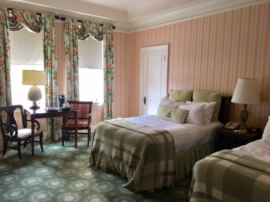 Hot Springs, VA: The rooms are quaint and charming and the beds were very comfortable.