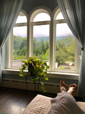 Hot Springs, VA: Gorgeous mountain views from the spa lounge area.