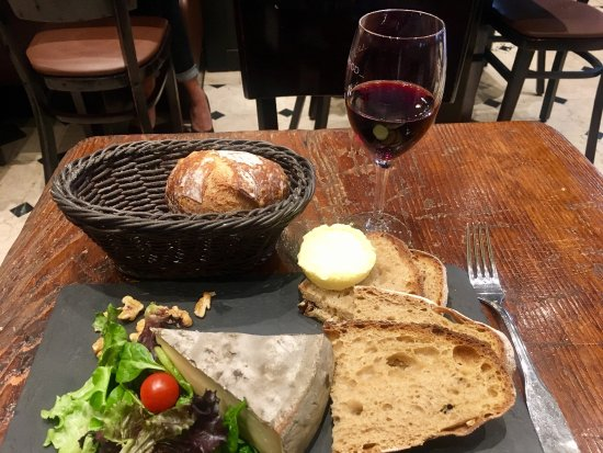 Le Nemrod: Steak tartare and cheese plate