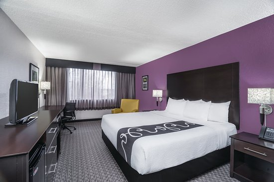 Clifton, NJ: Guest Room