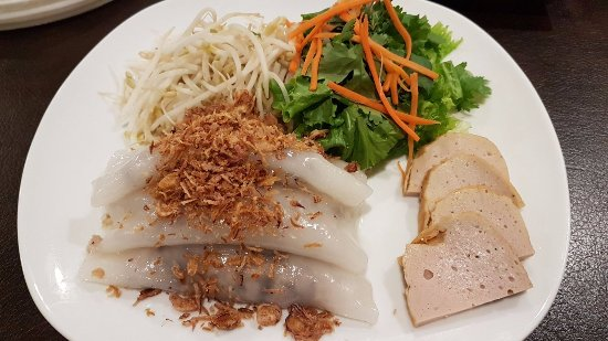 Langley City, Canada: Steamed Roll with Ground Chicken & Mushroom