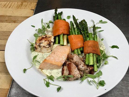 Drayton Valley, Canada: Fresh Salmon Chicken Duet Special